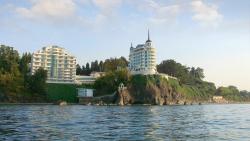 «Замок над морем» на скале Цихисдзири