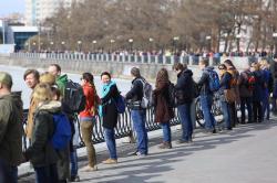 Около 1500 человек вышли на акцию против строительства «храма-на-воде» в Екатеринбурге