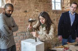 Кирпичные стены стали стеклянными: в Ростове восстанавливают Конюшенный двор