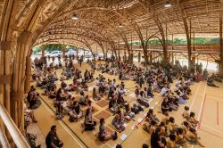 Бамбуковый спортзал Международной школы Паньяден © Alberto Cosi www.albertocosi.com