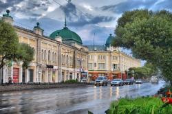 Омичи крушат отремонтированный Любинский проспект ломами