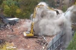 Фасад упал на тротуар: некролог ДК им. Серафимовича