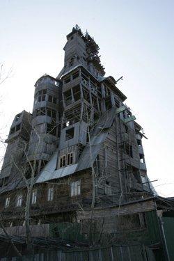 Гангстер-хаус. Самый высокий деревянный дом в России объявлен вне закона