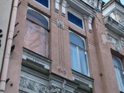 В Саратове разрушили уникальные окна на памятнике архитектуры