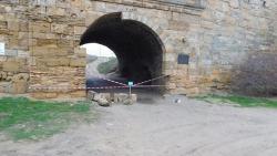 Частично обрушилась входная арка крепости Ени-Кале в Керчи