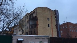 На улице Россолимо начали сносить доходный дом Эггерс