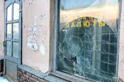 Битые окна и облупившаяся краска. Гуляем по маршруту нижегородских туристов