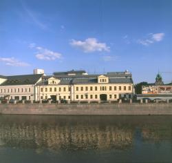 Административное здание на Кадашевской набережной
