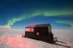 В Финляндии мини-отель поставили на лыжи - для лучшего вида на северное сияние