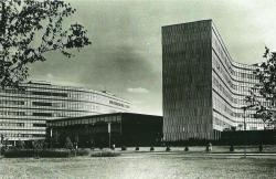 На месте Ленина у Научного центра должен был стоять Прометей