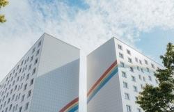 Городские парадоксы: перекрашенные панельки и новые дома-раскраски