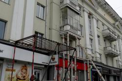 Дом с рухнувшим балконом в центре Челябинска дождался капремонта фасада