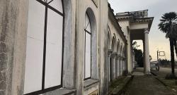 Разрушающая красота: жители Гудауты хотят сохранить вокзал