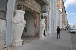 """На """"Дом с атлантами"""" возвращают скульптуры атлантов"""