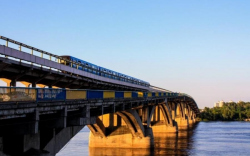 Обрушится в любой момент: легендарный киевский мост опасен для людей