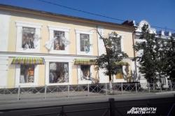 В Казани разрисовали дом, в окнах которого можно увидеть быт людей XIX века