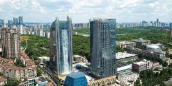 В Китае построили небоскреб со 100-метровым водопадом на фасаде