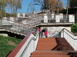 Дотянуть до весны: Как лестница на Пейзажной аллее пережила первые месяцы своего существования