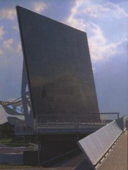 Мемориал погибших астронавтов в Космическом центре Кеннеди на мысе Канаверал