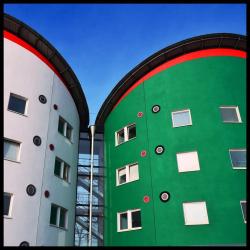 Cullinan Studio. Студенческое общежитие Университета Восточного Лондона (UEL) в районе Докландс. 1999
