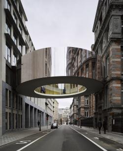 «Левитирующий» пешеходный мост соединил корпуса бельгийского парламента