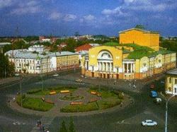 А из нашего окна площадь Волкова видна (Ярославль)