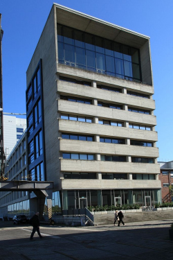 Здание с офисами и студиями Kaistrasse 16