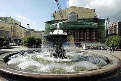Котлован и ныне там. Открытие Большого театра снова переносится на два года