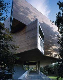 Галерея Льюиса Глюксмана в Университетском колледже, Корк. 2001-2004. Номинант Премии Стерлинга-2005.