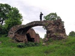К чужим руинам