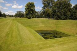 Объект «Орфей» в парке имения Боутон