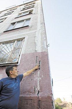 Жить нельзя, сносить накладно. Многоквартирный дом на северо-западе Москвы разваливается на глазах у жильцов