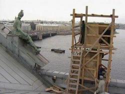 Статуи, которые живут на крыше