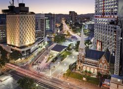 Транспортная развязка и площадь в Брисбене, Австралия