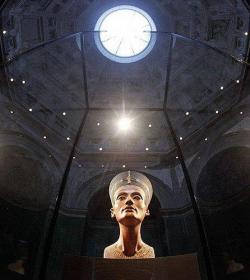 """Нефертити остается """"самой красивой берлинкой"""". Neues Museum открыт после реконструкции"""