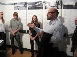 Юрий Григорян выступает перед участниками конкурса на лучший проект реконструкции территории вокруг ЦДХ.