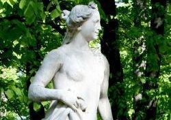 Сто дней реставрации. На аллеях обновленного Летнего сада будут стоять копии скульптур