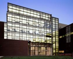 Корпус Левайн-Холл Университета Пенсильвании. 2003
