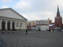 Московский Манеж трещит по швам