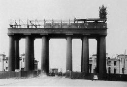 Как спаслали Московские ворота
