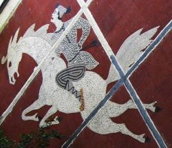 Мозаичные фрески на хрущевках