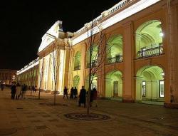 225 лет в сердце Петербурга. В  Гостином дворе имели лавки все почтенные купцы
