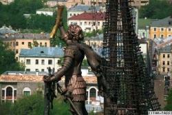По поводу переноса памятника Петра все больше шума