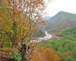 В Абхазии нужно развивать экологический и горный туризм. Долина реки Гумиста вблизи Сухуми. Фото: Елена Жильникова