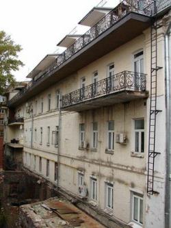 Жильцы элитного дома хотят снести театр «Около дома Станиславского»