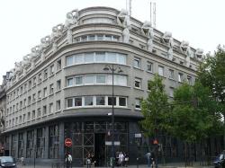 Здание полицейского комиссариата в Париже, декорированное копиями «Раба» Микельанджело. 1991. Фото с сайта structurae.de