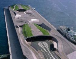 Портовый терминал в Йокогаме. 2002