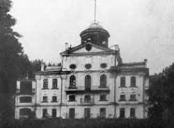 Реставрировали к юбилею. Как спасали убранство Новознаменской больницы