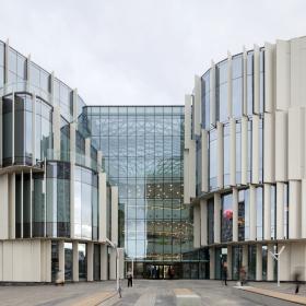 Объемный фасад ТРЦ «Хорошо!» реализован с панелями Qbiss One компании «ТРИМО РУС»
