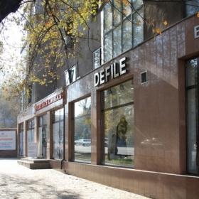 Отделка как элемент декора: материалы Rockpanel преобразили фасад ТД «Москва» в Алматы